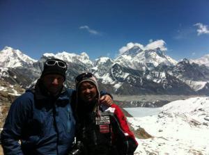 Doktor Stefan Flach mit Gokarna Rai in Nepal im Everest gebiet
