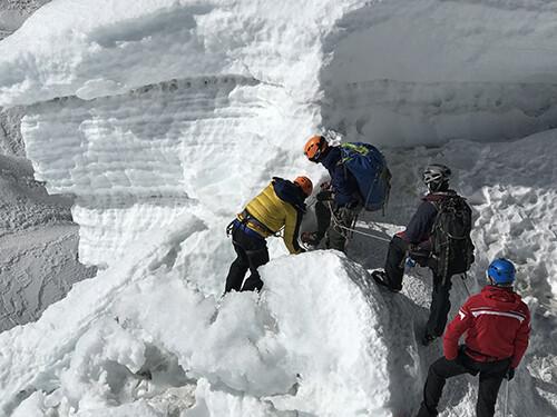 eiswandklettern-bei-island-peak-besteigung-nepal