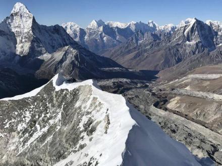 island-peak-climbing-panoramablick-berge
