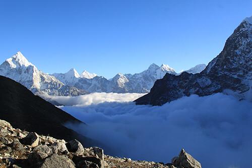ueber-den-wolken-everst-gebiet-islandpeak-climbing