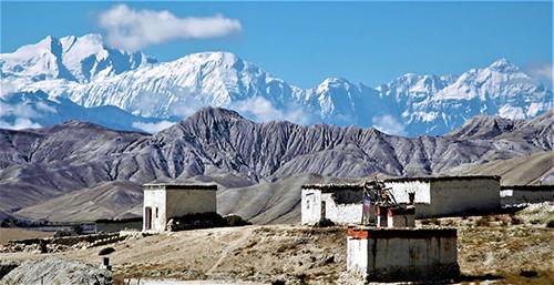 tibetische-hochebene-mustang-blick-himalaya
