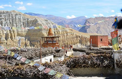 typisches-dorf-tibetische-hochebene-mustang