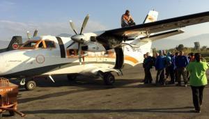 Trekking-nepal-inlandflug-flugzeug