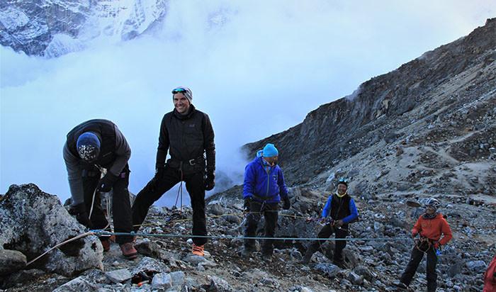 klettern-am-seil-labuche-peak-besteigung