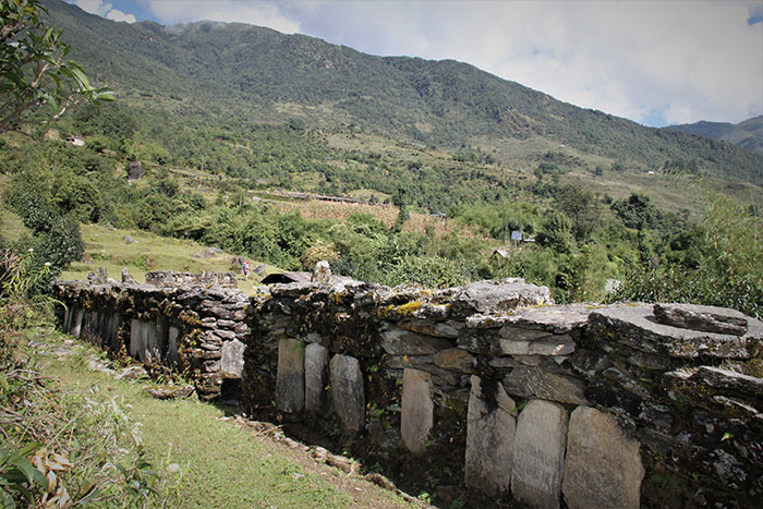 unterwegs-im-tamang-gebiet-in-nepal-manimauer