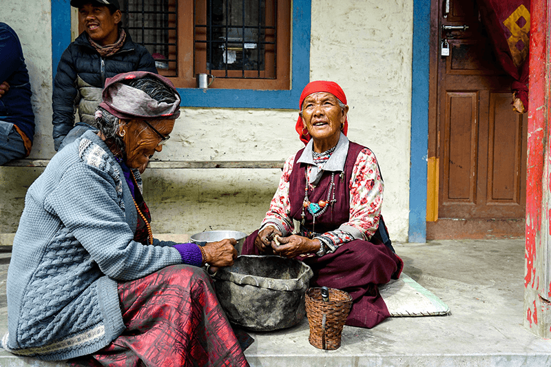 Frauen im himalaya nepal
