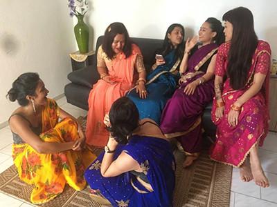 tanzpause-nepal-frauen-in-sari