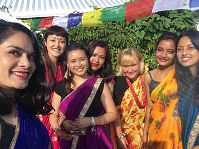 teej-festival-frauen-in-sari-nepal
