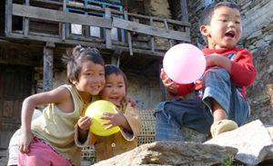 trekking-nepal-bettelnde-kinder
