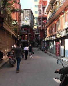 nepal reise quarantaene thamel geschlossene laeden